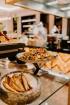 Vecrīgas restorāns «Amber» katru svētdienu piedāvā jaunu konceptu «Vēlās brokastis ar ģimeni». Foto no Aksels Zirnis Photographie 10