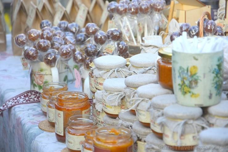 Katra oktobra otrajā sestdienā Valmieras rātslaukumā pilsētas viesi tiek aicināti uz pamatīgu andeli tradicionālajā Simjūda gadatirgū, kas vēsturiski