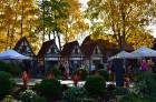 Katra oktobra otrajā sestdienā Valmieras rātslaukumā pilsētas viesi tiek aicināti uz pamatīgu andeli tradicionālajā Simjūda gadatirgū, kas vēsturiski  9