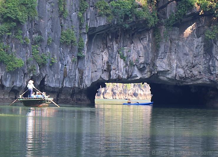 Travelnews.lv ar vjetnamiešu laivu Halongas līcī apciemo savvaļas pērtiķus. Sadarbībā ar 365 brīvdienas un Turkish Airlines 235784