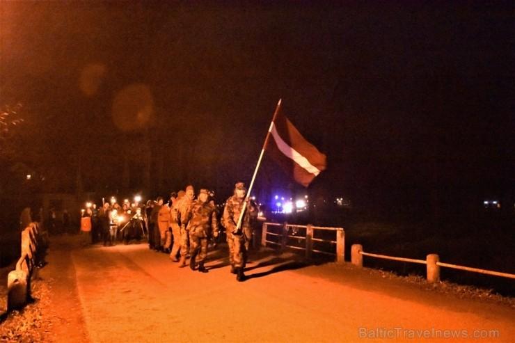 11. novembrī Jaunpils novada iedzīvotāji un viesi devās Lāčplēša dienas Gaismas gājienā no Jaunpils vidusskolas līdz Jaunpils pils laukumam, kur notik