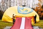 Paceļot Latvijas karogu virs Lietuvas, kūrortpilsēta Birštonas sveic Latviju simtgadē. Birštonas pašvaldības vadītāja Nijole Dirginčiene sveic visus l 1