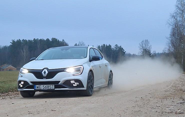 Travelnews.lv apceļo Latgali ar jauno un sportisko «Renault Megane R.S.» ar 280 zirgspēkiem 239105