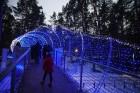 Jūrmalā - Dzintaru mežaparkā - atklāts Gaismas parks, kurā dažādos gaismas dekoros, skulptūrās jau otro gadu iemirdzas tūkstošiem LED gaismiņu. 10