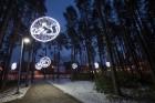Jūrmalā - Dzintaru mežaparkā - atklāts Gaismas parks, kurā dažādos gaismas dekoros, skulptūrās jau otro gadu iemirdzas tūkstošiem LED gaismiņu. 13