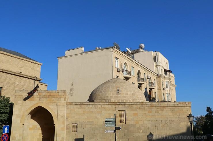 Travelnews.lv iepazīst Azerbaidžānas galvaspilsētas Baku ikdienas dzīvi. Sadarbībā ar Latvijas vēstniecību Azerbaidžānā un tūrisma firmu «RANTUR Trave