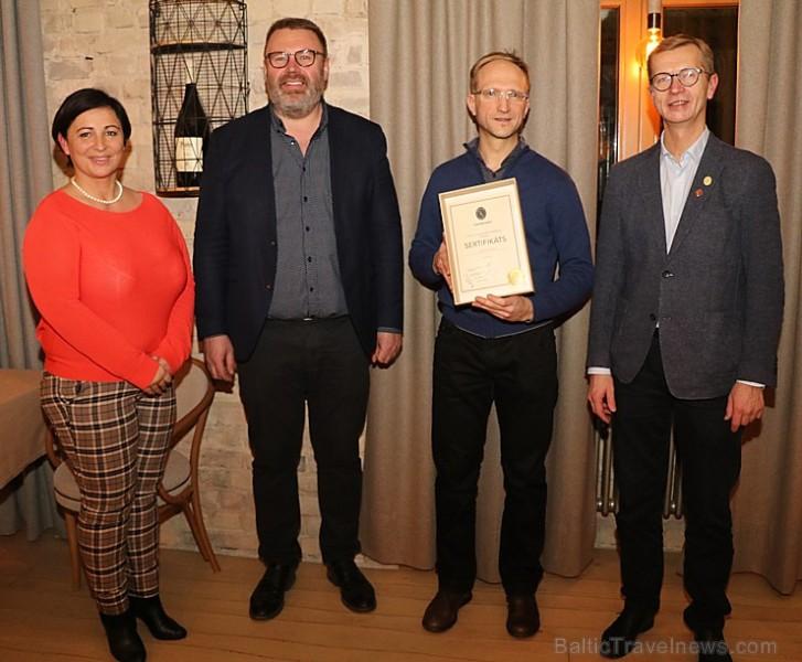 Latvijas vīnziņi ir pirmie Baltijā, kas svinīgā atmosfērā iegūst vīnziņa sertifikātus