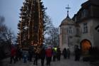 1301. gadā celtā Jaunpils pils mirdz gaišās svētku rotās un pulcē Jaunpils iedzīvotājus un viesus svētku gaidīšanas pasākumos 1