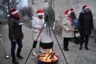 1301. gadā celtā Jaunpils pils mirdz gaišās svētku rotās un pulcē Jaunpils iedzīvotājus un viesus svētku gaidīšanas pasākumos 4
