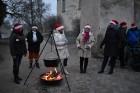 1301. gadā celtā Jaunpils pils mirdz gaišās svētku rotās un pulcē Jaunpils iedzīvotājus un viesus svētku gaidīšanas pasākumos 5