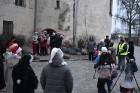 1301. gadā celtā Jaunpils pils mirdz gaišās svētku rotās un pulcē Jaunpils iedzīvotājus un viesus svētku gaidīšanas pasākumos 7