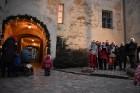 1301. gadā celtā Jaunpils pils mirdz gaišās svētku rotās un pulcē Jaunpils iedzīvotājus un viesus svētku gaidīšanas pasākumos 11