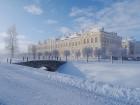 Ziemas laikā Rundāles pilī iespējams izbaudīt intīmu, noslēpumaini valdzinošu gaisotni, īpaši stundās, kad ekspozīciju telpās iemirdzas trauslās un el 9