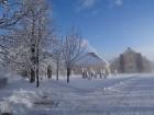 Ziemas laikā Rundāles pilī iespējams izbaudīt intīmu, noslēpumaini valdzinošu gaisotni, īpaši stundās, kad ekspozīciju telpās iemirdzas trauslās un el 13
