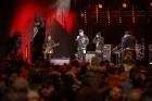 Rīgā par iedzīvotāju iecienītu tradīciju ir kļuvusi Jaunā gada sagaidīšana 11. novembra krastmalā. Šoreiz gadu mijas pasākumi krastmalā pulcēja apmēra 6