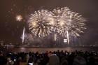 Rīgā par iedzīvotāju iecienītu tradīciju ir kļuvusi Jaunā gada sagaidīšana 11. novembra krastmalā. Šoreiz gadu mijas pasākumi krastmalā pulcēja apmēra 11
