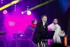 Rīgā par iedzīvotāju iecienītu tradīciju ir kļuvusi Jaunā gada sagaidīšana 11. novembra krastmalā. Šoreiz gadu mijas pasākumi krastmalā pulcēja apmēra 17