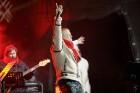 Rīgā par iedzīvotāju iecienītu tradīciju ir kļuvusi Jaunā gada sagaidīšana 11. novembra krastmalā. Šoreiz gadu mijas pasākumi krastmalā pulcēja apmēra 18
