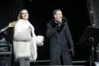 Rīgā par iedzīvotāju iecienītu tradīciju ir kļuvusi Jaunā gada sagaidīšana 11. novembra krastmalā. Šoreiz gadu mijas pasākumi krastmalā pulcēja apmēra 19