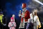 Rīgā par iedzīvotāju iecienītu tradīciju ir kļuvusi Jaunā gada sagaidīšana 11. novembra krastmalā. Šoreiz gadu mijas pasākumi krastmalā pulcēja apmēra 20