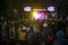 Rīgā par iedzīvotāju iecienītu tradīciju ir kļuvusi Jaunā gada sagaidīšana 11. novembra krastmalā. Šoreiz gadu mijas pasākumi krastmalā pulcēja apmēra 27