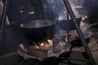 Rīgā par iedzīvotāju iecienītu tradīciju ir kļuvusi Jaunā gada sagaidīšana 11. novembra krastmalā. Šoreiz gadu mijas pasākumi krastmalā pulcēja apmēra 28