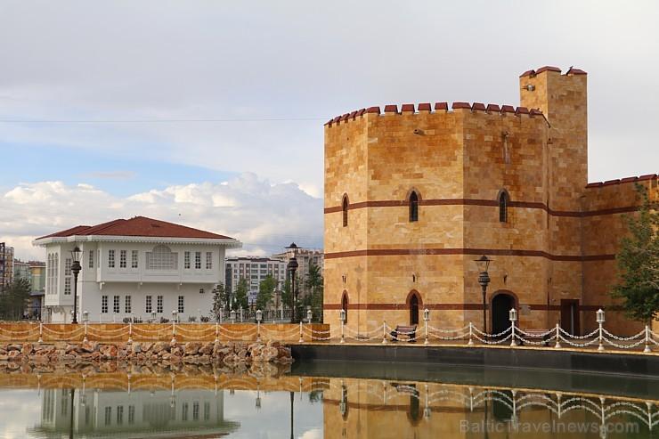 Travelnews.lv iepazīst Konjas pilsētas populārākās vietas ārpus centra. Sadarbībā ar Turkish Airlines