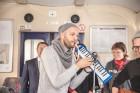 Ar trīs grāmatu plauktiem un vairākiem desmitiem grāmatu aprīkotais vilciena sastāvs kursēs visos dīzeļvilcienu maršrutos, dodot iespēju cilvēkiem Lat 12