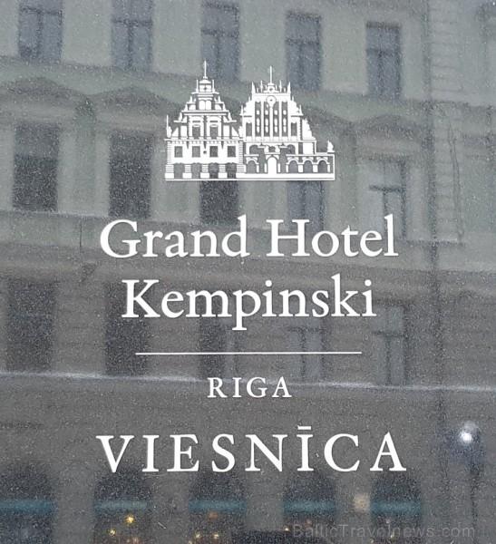Viesnīcā «Grand Hotel Kempinski Riga»  pie pusdienu galda prezentējas uzņēmums «Moller Baltic Import»