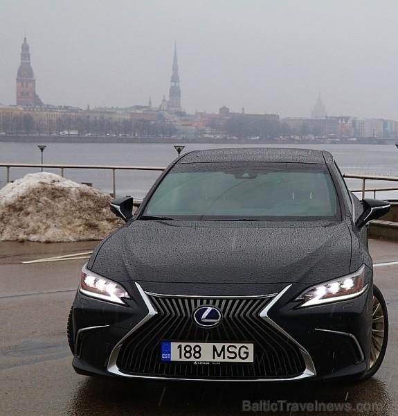 Travelnews.lv apceļo Pierīgu ar jauno priekšpiedziņas «Lexus ES 300h Luxury»