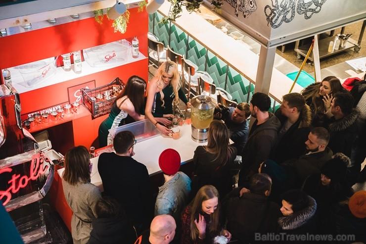 «Centrālais Gastro Tirgus» ir pirmais iekštelpu gastrotirgus Latvijā, kurā vairāk nekā 20 dažādi ēdinātāji un 2 bāri piedāvā viesiem plašu starptautis