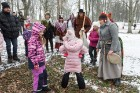 Rembates parkā pie Lielvārdes novada Kultūras centra jau otro gadu tika svinēti Meteņi, lai kopā ieskandinātu pavasari 31