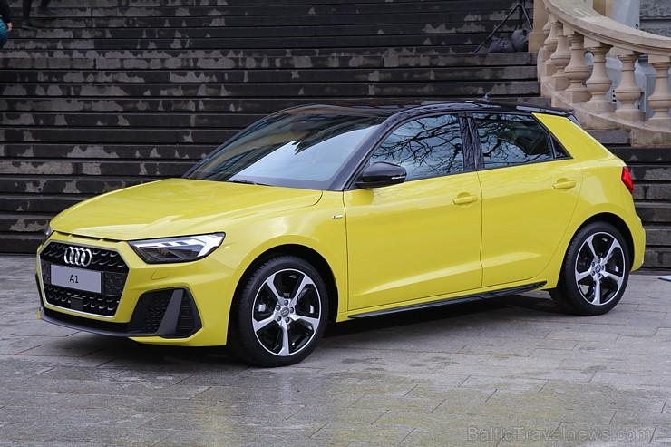 Jaunais «Audi A1 Sportback» prezentējas 2.02.2019 uz «Audi Burbuļu parāde 2019» fona Latvijas Nacionālajā mākslas muzejā