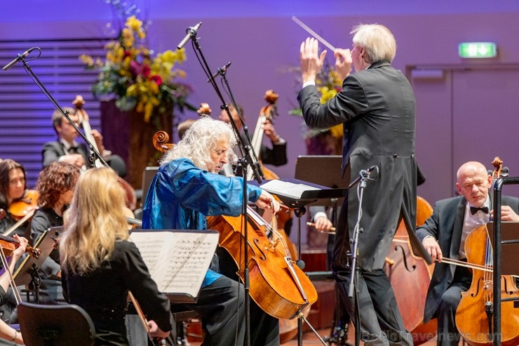 Ar grandiozu Liepājas Simfoniskā orķestra un pasaulslavenā čellista Miša Maiska koncertu atklāts 27. Liepājas Starptautiskais zvaigžņu festivāls