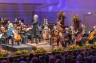 Ar grandiozu Liepājas Simfoniskā orķestra un pasaulslavenā čellista Miša Maiska koncertu atklāts 27. Liepājas Starptautiskais zvaigžņu festivāls 1
