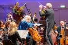 Ar grandiozu Liepājas Simfoniskā orķestra un pasaulslavenā čellista Miša Maiska koncertu atklāts 27. Liepājas Starptautiskais zvaigžņu festivāls 7