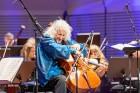 Ar grandiozu Liepājas Simfoniskā orķestra un pasaulslavenā čellista Miša Maiska koncertu atklāts 27. Liepājas Starptautiskais zvaigžņu festivāls 8