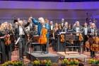Ar grandiozu Liepājas Simfoniskā orķestra un pasaulslavenā čellista Miša Maiska koncertu atklāts 27. Liepājas Starptautiskais zvaigžņu festivāls 10