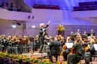 Ar grandiozu Liepājas Simfoniskā orķestra un pasaulslavenā čellista Miša Maiska koncertu atklāts 27. Liepājas Starptautiskais zvaigžņu festivāls 16