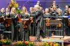 Ar grandiozu Liepājas Simfoniskā orķestra un pasaulslavenā čellista Miša Maiska koncertu atklāts 27. Liepājas Starptautiskais zvaigžņu festivāls 19