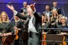 Ar grandiozu Liepājas Simfoniskā orķestra un pasaulslavenā čellista Miša Maiska koncertu atklāts 27. Liepājas Starptautiskais zvaigžņu festivāls 20