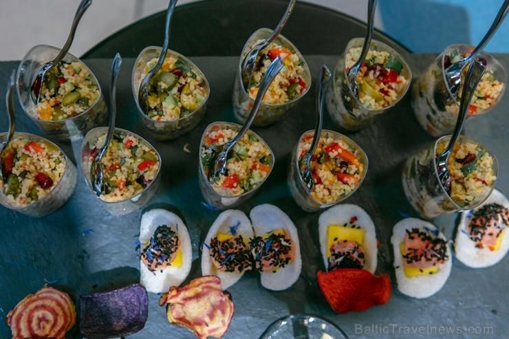 Universālveikalā Stockmann tika prezentēts jaunākais grima tendenču un dekoratīvās kosmētikas produktu jaunumu ceļvedis, kuru demonstrēja Latvijā popu