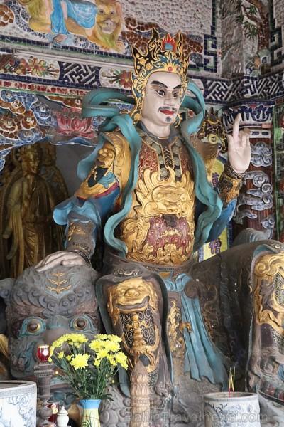 Travelnews.lv iepazīst vjetnamiesu budistu templi Linh-Phuoc-Pagode Dakotā. Atbalsta: 365 brīvdienas un Turkish Airlines