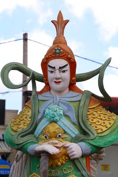 Travelnews.lv iepazīst vjetnamiesu budistu templi Linh-Phuoc-Pagode Dakotā. Atbalsta: 365 brīvdienas un Turkish Airlines 249399
