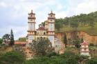 Travelnews.lv iepazīst vjetnamiesu budistu templi Linh-Phuoc-Pagode Dakotā. Atbalsta: 365 brīvdienas un Turkish Airlines 24