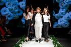 Rīgas Modes nedēļas ietvaros Latvijas dizaineru krāšņie tērpi atklāj jaunakās tendences un divas no gaidītākajām ir jutekliskā «Amoralle» un romantisk 77