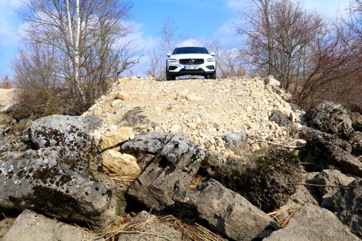 Travelnews.lv ar jauno «Volvo V60 Country D4 AWD Momentum» apceļo Vidzemi un Latgali