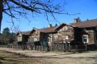 1895. gadā Rīgas kalnā tiek uzceltas pirmās divas 12 dzīvokļu mājas papīrfabrikas strādniekiem, pēc pieciem gadiem tām pievienojas vēl viena 16 dzīvok 2