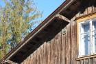Uz ēku galasienas jumta pamatnē iespējams aplūkot cauri gadsimtiem nākušas ēku apdrosināšanas zīmes. Līgatnieši ir bijuši labi apdrošinātāju klienti,  5