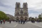 Parīzes Dievmātes katedrāle ir viens no visvairāk apmeklētākajiem tūrisma objektiem Parīzē. Elpu aizraujošās vitrāžas un griestu velves, kas datējamas 2